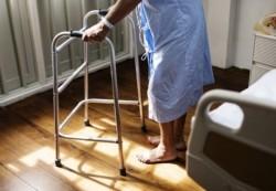 seniorka w szpitalu