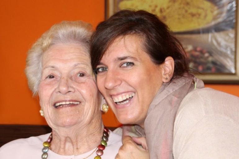Chora na alzheimera i jej opiekunka